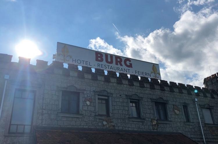 Werbebeschilderung Burg 12x3 Meter